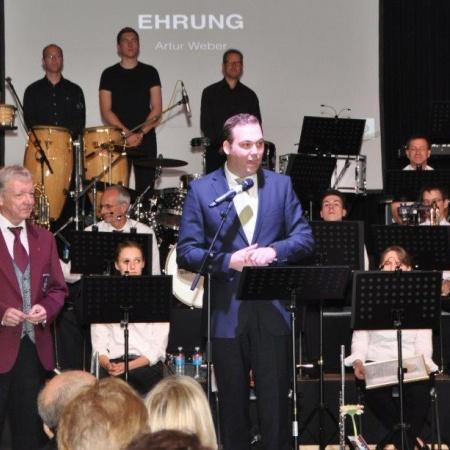 Präsident Felix Schreiner bei einer Ehrung im Rahmen eines Jahreskonzertes